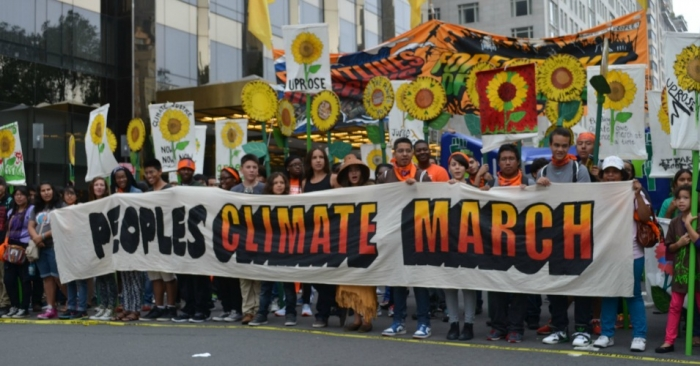South_Bend_Voice_-_2014_People's_Climate_March_crowd_with_banner.jpg